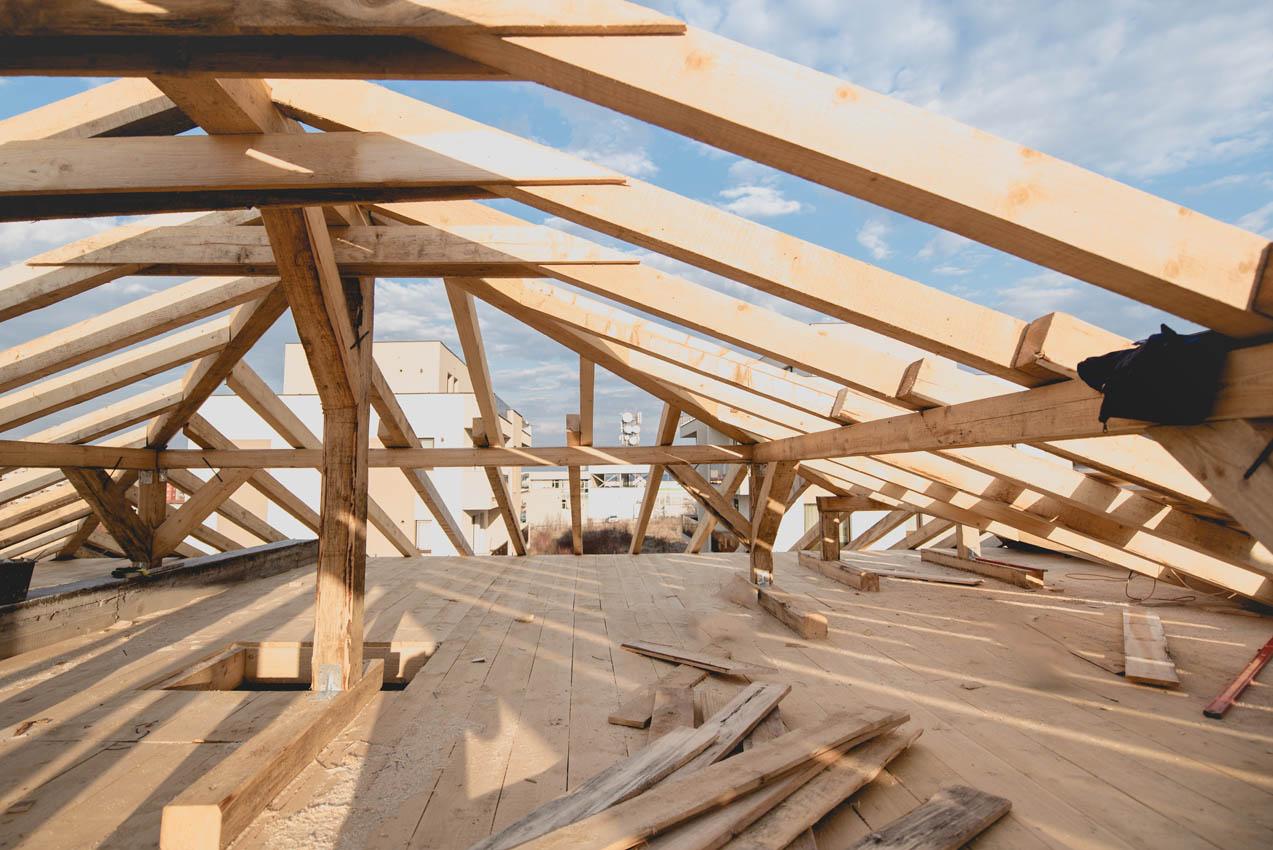 Drewniana konstrukcja dachu – z czego jest zrobiona?